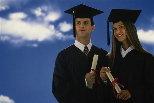 Medizinstudenten beim Abschluss an der Medizinischen Universität Varna