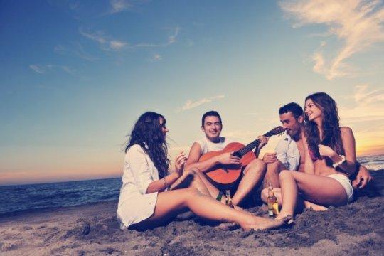 Studenten an der Küste in Varna